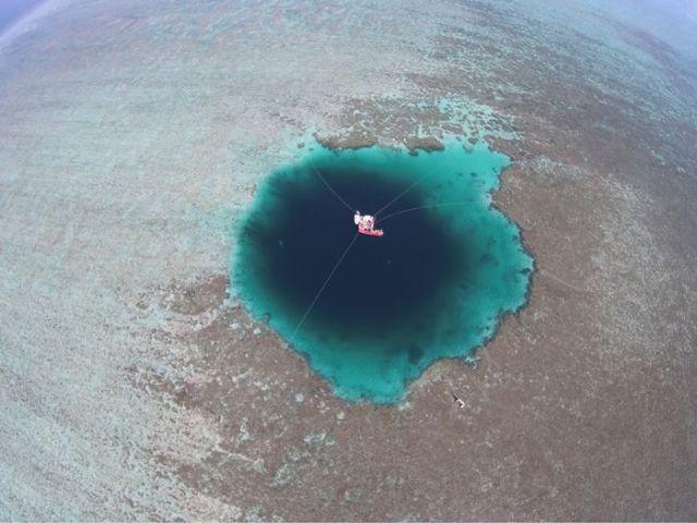 earth's deepest blue hole